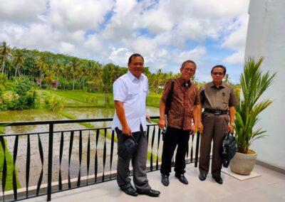 Foto Tim Advokat Sari Law Office mengunjungi Ahli Ekonomi Viraguna Bagoes Oka
